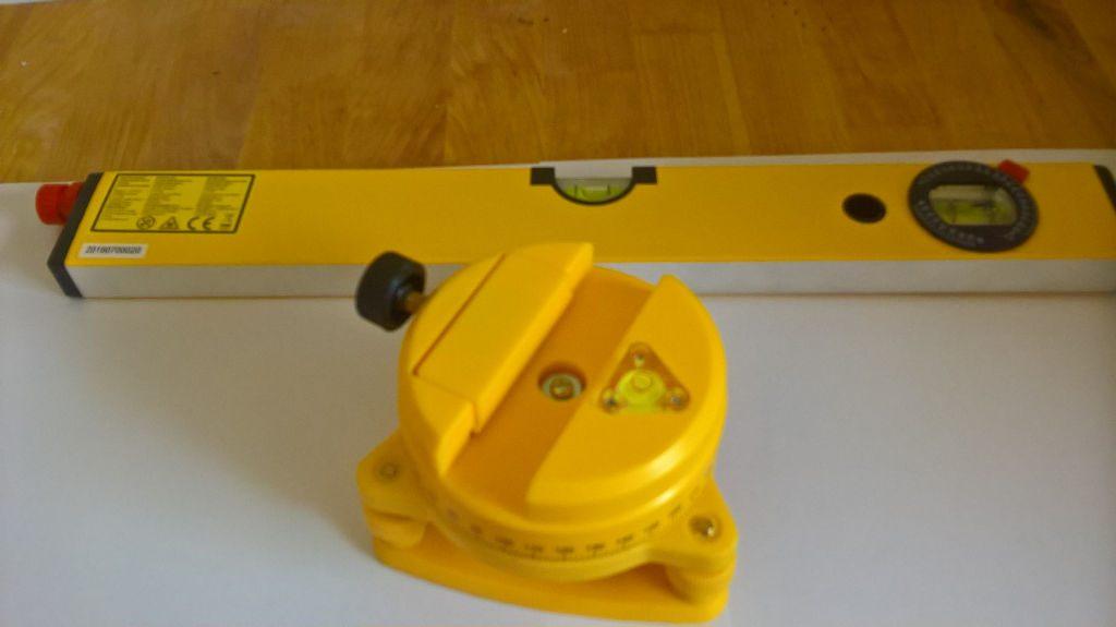 Niveau laser et support à monter sur trépied