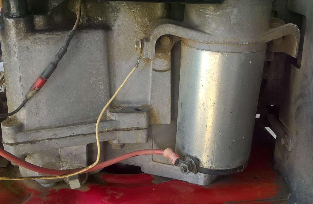 Branchement électrique du démarreur. Arrivée du courant + par câble de section plus grosse que celle du retour - à la batterie via le câble jaune.